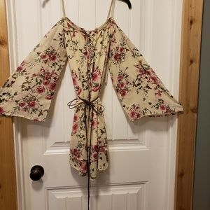 Floral dress, with off the shoulder sleeves, suppo